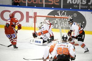 Här har Oscar Johansson nyss gjort 3–0 på Karlskrona.