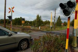 Förslaget bygger på att en ny väg till Mora-Noret byggs cirka 150 meter från järnvägsövergången i Färnäs. Foto:Birger Nylén