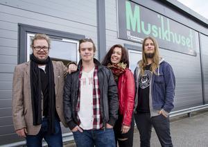 Hasse B Andersson, Erik Norberg, Madeleine Engberg och Vilhelm Bladin från Why not Hudik drar nu i gång en ny livescen i Hudiksvall.