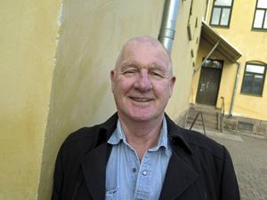 Göran Löf har suttit på både gamla och nya Gävleanstalten. Härifrån gamla fängelset har han rymt två gånger.   Första gången kom han inte särskilt långt - bara till Gävle sjukhus. Han bröt ena foten när han hoppade över muren.