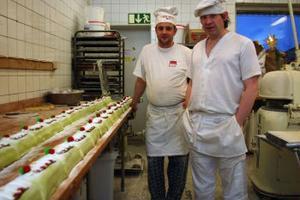 Bageriet Kringlan togs över från Konsum 1998 av från vänster Ove Eriksson och Lars Johansson som sedan dess vidgat kundkretsen och utökat personalen.