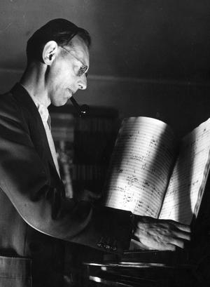 """Populär överallt. Carl Orff 1970. Hans odödliga verk """"Carmina Burana"""" framförs av Forsbacka kammarkör på lördag."""