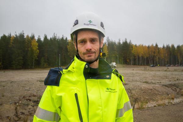 Johan Karlsson, arbetschef på Byggpartner, berättar om jättebygget i Fagersta. Storköket blir den största investeringen på minst 20 år.