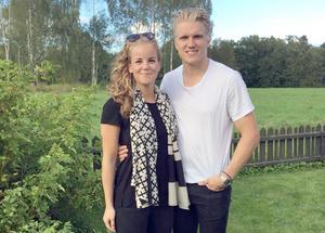 I sommar blir det bröllop för Clara och Jakob hemma i Sverige.