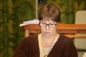 Monica Olsson har listan klar över vilka arbetsutskottet vill ge pengar till.