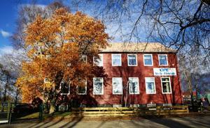 Skolan i Ope har hängt löst till sedan mitten av 1990-talet. I dag fattas beslut om nedläggning eller inte.