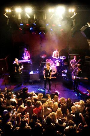 Moneybrother, Anders Wendin, spelar på Harrys i Falun i november 2007. Två år senare stängde verksamheten i Falun men nu öppnas den igen.