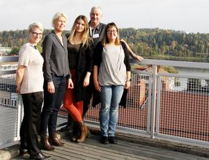 Johanna Hill, praktikant på kostenheten, Katarina Niemi, kostchef i Hudiksvalls kommun, Johanna Hildingsson, Forsa gårdsmejeri, Sven-Ulrich Ohlsson från föreningen Matvärden samt Maria Larsson, upphandlare Inköp Gävleborg, träffades för att diskutera upphandling av mat från lokala producenter.