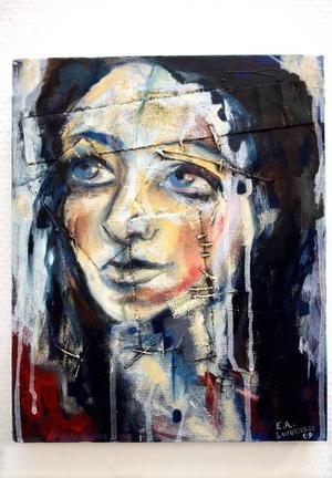 """""""Varm"""" . Kvinnoporträtt av Emilia Lindberg."""