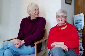 """Kerstin Sjödin, Backe, och Gun Johansson, Rossön, har upplevt tiden då läkarna på Backe hälsocentral kom och gick. Och de har upplevt hur verksamheten har anpassats och snävats till med tiden. Men nu är de mer än nöjda med vården. """"De tar tid på sig och det är en och samma läkare"""", säger de."""