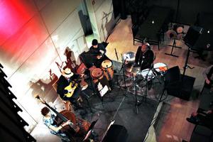 Gruppen Café Colonial gick loss i en såväl rytmisk som lyrisk konsert i Gävle konserthus.