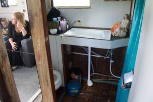 Än så länge är det sjövatten som gäller vid dusch, men i framtiden ska en varmvattenberedare installeras.