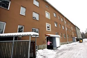 Hela Rönningsgatan 25, med 48 lägenheter, ska bort när Hoforshus ska minska antalet tomma lägenheter.
