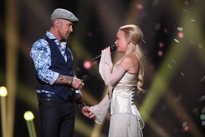 """Sara Varga och Juha Mulari med låten """"Du får inte ändra på mig"""