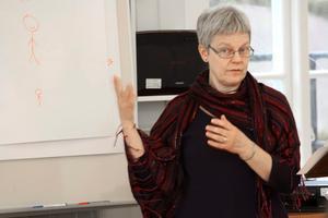 Aktuellt på fars dag. Karin Peterson, familjeterapeut inom Örebro kommun, höll föredrag om att vara förälder i dag.BILD: JAN WIJK