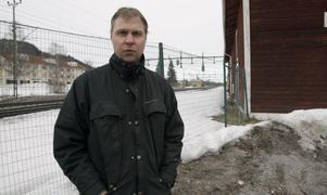 Daniel Cederwall är orolig för sina lekpalatsplaner sedan Banverket överklagat till länsstyrelsen.