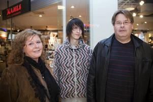 Familjen Markusson/Eriksson. Mamma Laila Eriksson, 45, sonen Simon Markusson, 17, och pappa Bertil Markusson, 50.