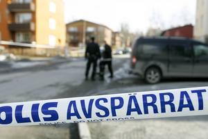 Blodspår på flera ställen på Ängegatan och Brunflovägen vittnade om allvaret i misshandeln.