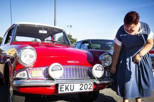 Evonne Silverkvarn från Söderala. Hon körde sin 50-årspresent, en Ford Anglia från 1964.