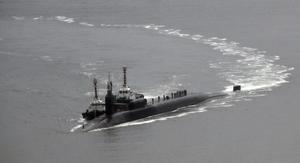 Den atomdrivna ubåten USS Michiganpå väg att ansluta sig till det amerikanska hangarfartyget  USS Carl Vinson nära Koreas halvö.