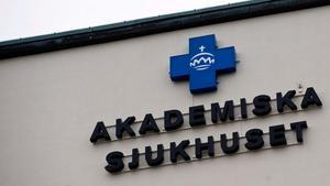 Inspektionen för vård och omsorg kritiserar den vård som en liten pojke fick vid Akademiska sjukhuset i Uppsala. Foto: TT Nyhetsbyrån