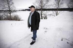 Göte Norlander på den plats där han och Viktor Olofsson såg något märkligt ute i vattnet 1982.
