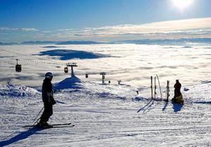 Vinterkylan har ännu inte kommit in över Åredalen denna säsong. Det gör att Skistar tvingas att lösa ut sin snögaranti som ger gästerna pengarna tillbaka om de väljer att avboka sin fjällvistelse.  Foto: Henrik Flygare