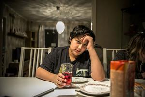 Ali Rizk har inte gått i skola på flera år, men pratar bra svenska efter mer än fyra år i Sverige.