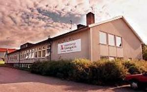 Arkivfoto: GUN WIGH I behov av rust. Västerbergs folkhögskola ska få en ordentlig renovering. Ombyggnationen, som är välbehövlig, kommer att kosta 32 miljoner kronor och ska starta nästa år och vara slutförd 2006.