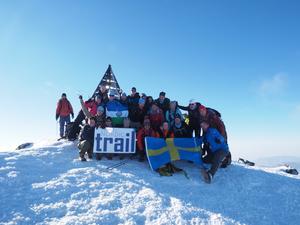 Hela resesällskapet samlat på toppen av 4 167 meter höga Jbel Toubkal, Nordafrikas högsta topp.