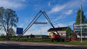 Nu är även skylten på plats i Fjällporten i Särna, fredagen den 2 juni 2017. foto av Josefine Thysk Särna
