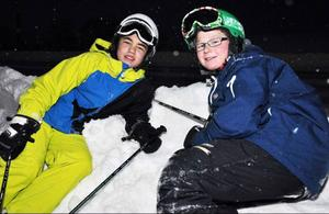 12-åringarna Kevin Jakobsson och Pär Andersson från Sundsvall var utmattade efter en heldag i skidbackarna. De tänkte inte köra på natten. Men efter en natts sömn kommer de tillbaka, förhållandena var jättefina i backen.