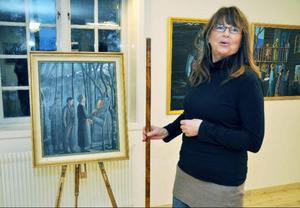 """Eva Jonsson vid ett av sina senare verk """"Konststudier"""", där vandringsstaven hon håller i har viss betydelse."""