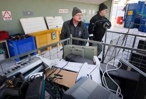 """""""Visst kan Östersundsborna alltid bli bättre på att återvinna, även om jag tycker att vi redan är duktiga så kan gränsen aldrig bli nådd"""", säger Ove Sundin som är miljötekniker på Östersunds återvinningscentral i Odenskog."""