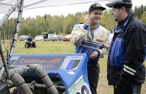 Samtal mellan far och son, Dennis och Kenneth Olsson. Ämnet? Motorsport förstås.