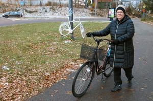 Lillemor Eriksson har bestämt sig för att skaffa en hjälm när hon cyklar.