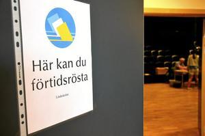 Tillgängligt. – Om inte eleverna går till röstlokalen får röstlokalen komma till dem, säger Leif Lindström, gymnasiechef, om att eleverna gavs tillfälle att förtidsrösta i Lindeskolans lokaler.