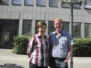 Samspelta. Ulla Persson (S) och Per Lithammer (V) har lagt ett gemensamt budgetförslag för Västerås.foto: scanpix