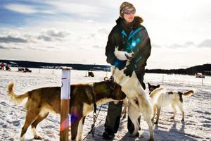 Heike Kontermann från Tyskland åker Amundsen race för första gången. Hon och hennes man bor i Sverige nu, för att arbeta med hundar. Tidigare har hon deltagit i Femundloppet 400 i Norge.Foto: Birgitte Meidell Roald