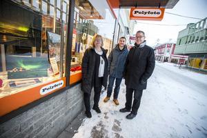 Två butiker blir en. När Karin Olsson, Polyfoto, går i pension efter 50 år bakom disken tar Daniel Hedberg och Anders Wåhlstedt över och flyttar in Wåhlstedts fotos verksamhet i lokalerna.