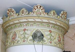 Pampigt skulle det vara med målad glasyr och utsirad dekor.Foto: Birgitta Lundblad