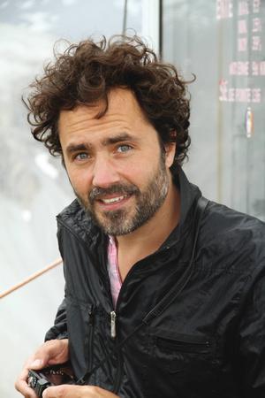 """Filmproducenten Erik Hemmendorff är uppvuxen på Frösön, och har tillsammans med regissören Ruben Östlund produktionsbolaget Plattform. Deras prisade film """"Turist"""" spelades delvis in på hotellet Copperhill Mountain Lodge i Åre."""