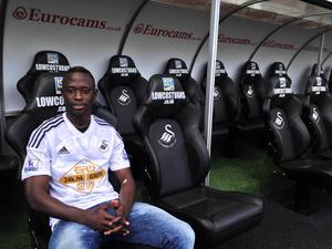 Den första bilden på Modou Barrow i Swansea-tröjan.