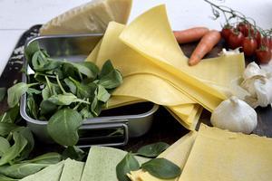 Lasagne är en lysande middagslösning att ta till när många hungriga väntar på mat.