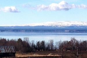 Bilden från Undrom på Frösön 11.30 den 21 april visar att all is från Storsjöflaket är borta.