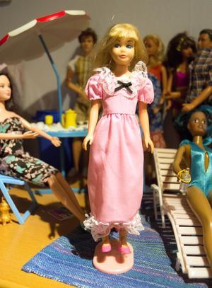 En av Carins första dockor, en som hon lekte med. Tyvärr bröt Skipper benen när hon skulle lägga dem i kors.