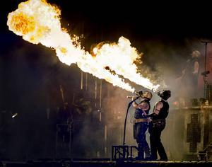 Det krävdes runt 150 personer för att packa ner scenen efter Rammsteins spelning i Stockholm. Här en bild från Bråvalla i Norrköping, en festival där Roger också varit involverad. Fotograf: Claudio Bresciani / TT