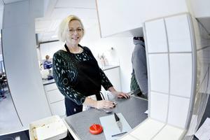Eva-Lena Thunberg titulerar sig som matpedagog, men hon är i grunden hemkunskapslärare och jobbar även extra som det.