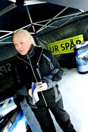 """""""Det har hänt flera gånger i vinter att lokförarna har rapporterat in allvarliga incidenter med skoterkörning på och vid järnvägen, säger Johanna Dahlberg, säkerhetsinformatör vid Banverket. Sträckan mellan Östersund och Storlien är särskilt drabbad och Banverket försöker nu få folk att förstå riskerna med buskörningen."""