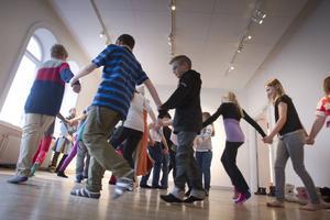– Vi har använts oss av musik, dans och berättelser för att förstärka inlärningen. Det märks att det skapar ett engagemang hos eleverna när de får vara kreativa, säger Jan-Ove Karlsson, musiklärare.